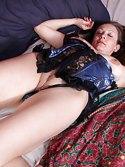Cock craving mature babe fucks herself with a sex toy