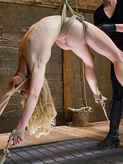 Incredibly dynamic shoot with first timer to Kink and BDSM Bella Bends. Exhausting contortion bondage plus bonus 4th sybian scene! This girl is HOT!
