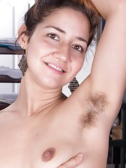 Hairy girl Isabel is a beautiful working model