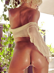 Although February is a short month, delicious Danielle Stacy is long on sex appeal.�