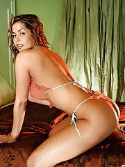 This all-natural brunette beauty simply oozes sex appeal.�
