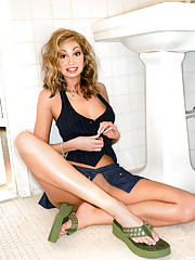 Say hello to a sexy brown-eyed girl from West Virginia who has plenty of Southern charm and sex appeal.�