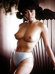 SPICE FROM THE ORIENT   Playmate-bunny Gwen Wong, a canape-sized gourmet, is an exotic April dish     An obscure 19th Century poet named Coventry Patmore might well have presaged the appearance of Gwen Wong, our Apri…
