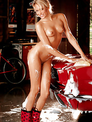 Playmate of the Month April 2006 - Holley Ann Dorrough�