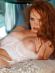 Playmate Exclusives April 2002 - Heather Carolin�
