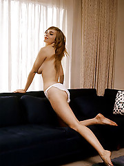 RARA AVIS  November Playmate Avis Kimble is a well-constructed nonconformist     While Chicago is touted as a convention city, we