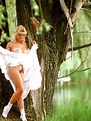 In 1986, Lynne Austin was working as a waitress at a Clearwater, Florida Hooters and dreaming of making it big in Hollywood. She had modeled in the past, but one unlikely photo shoot gave her a big break. Lynne