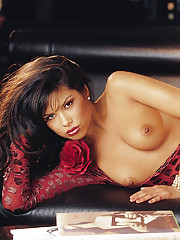 Playmate of the Month June 2002 - Michele Rogers�