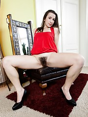 Annie Engeltie toys with her hairy pussy