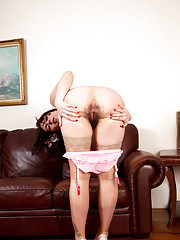Beautiful Anilos Sharlyn flashes her hairy mature pussy on the couch