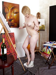 Hairy model Danniella is working on a new painting