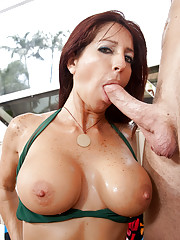 Lucky guy cools off with his friends hot mom