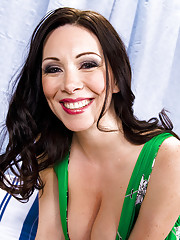 Rayveness is horny and knows how to fuck big cock.