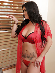 Big tittied mom strips off her lingerie to massage her swollen clit