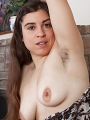 Mercedez shows all-natural California hairy body