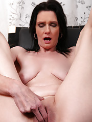 Mature mom Laura Dark digs her fingers deep into her juicy twat