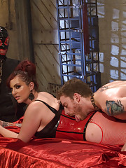 Slave humiliated when mistress can