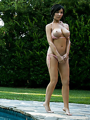 Bigtit milf with a smoking hot body gets naughty by the pool