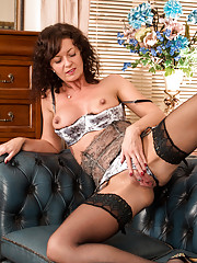 Mature wife Lucy Heart pleases her cock hungry shaved pussy
