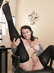 Busty mature cougar gets a creamy pussy after watching porn