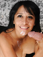 Step Mom Handjob with Latina Isabella Montoya