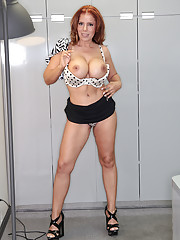 Busty mexican milf jerking her way to America