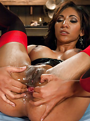 Anal Fetish with Sexy Sadie getting fucked with a giant strap-on by Isis Love!