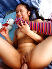 Asian babe sucking on knob