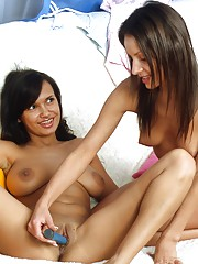 Teen pussy licking lesbians