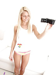 Teenager filming her cooch