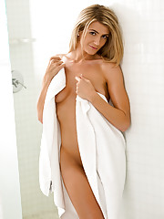 Watch Amanda Tate get horny and naked in the bathroom