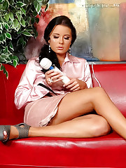 Vibrator shakes her snatch