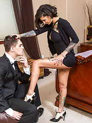 Bonnie Rotten is visiting her grandparents and is bored out of her mind. She has some time to kill before meeting up with her friends so she calls her grandparent's butler over to entertain her. The butler assures her that he's not really a sour