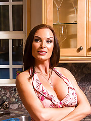 Diamond Foxxx is being neglected by her husband. He