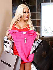 Bridgette came black early from her shopping trip with Danny's wife. She tries to show Danny her new outfit while he's getting ready in the bathroom. He really doesn't pay her any close attention and just shrugs her off, she then gets idea