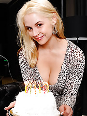 Sarah Vandella made her husband a cake for his birthday, but that